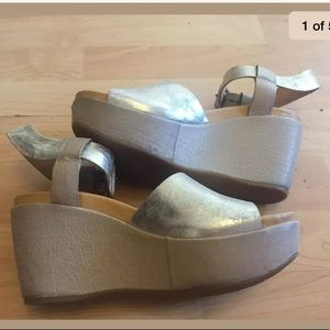 Kork Ease champagne gold wedges sz 6 leather
